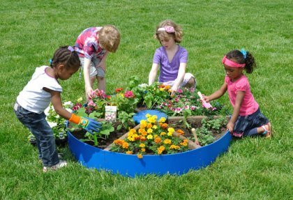 backyard-gardening-with-kids