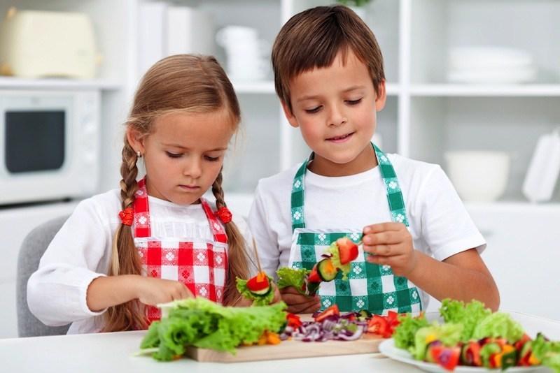 kids preparing veg salad