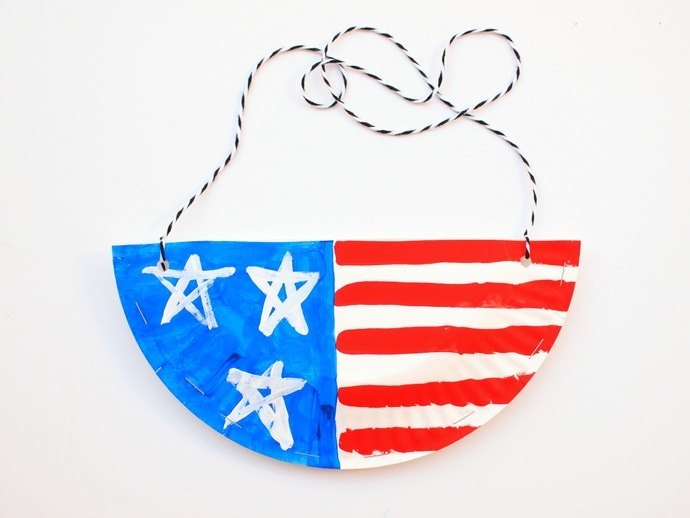 4ht July PaperPlate Wall Hanging