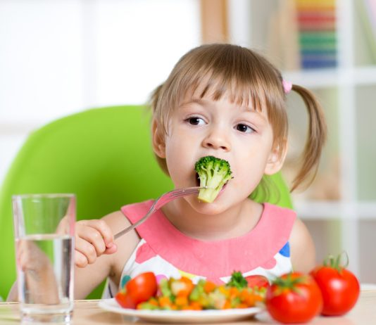 7 Ways to Manage a Healthy Diet for Your Child
