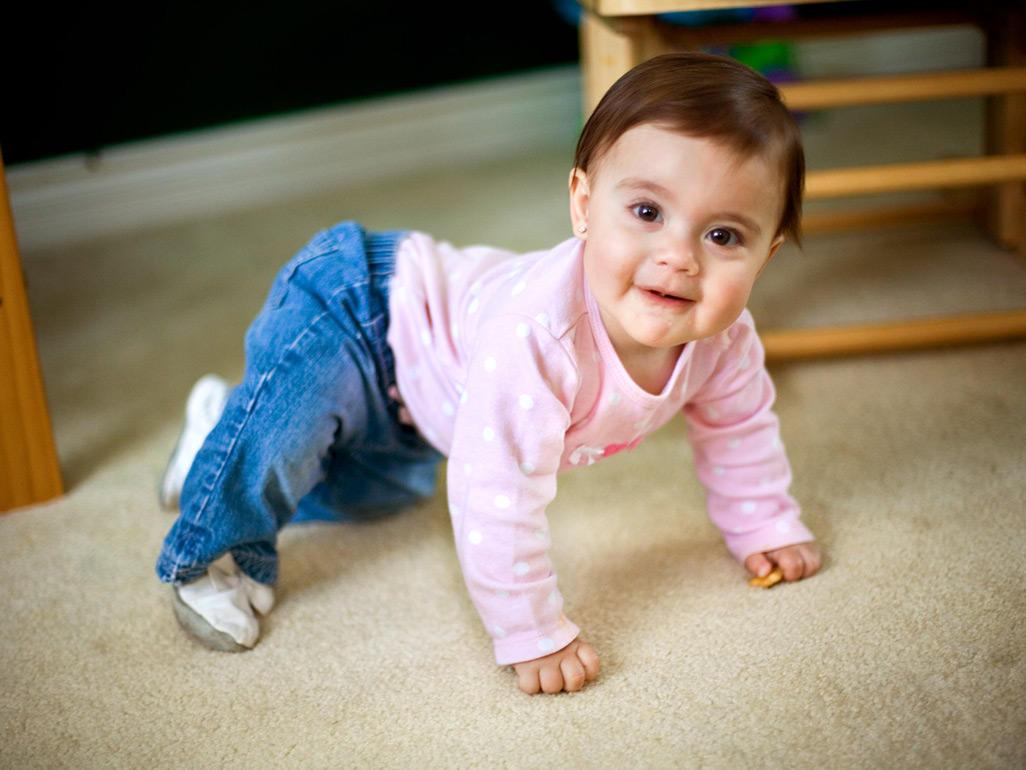 when do babies crawl