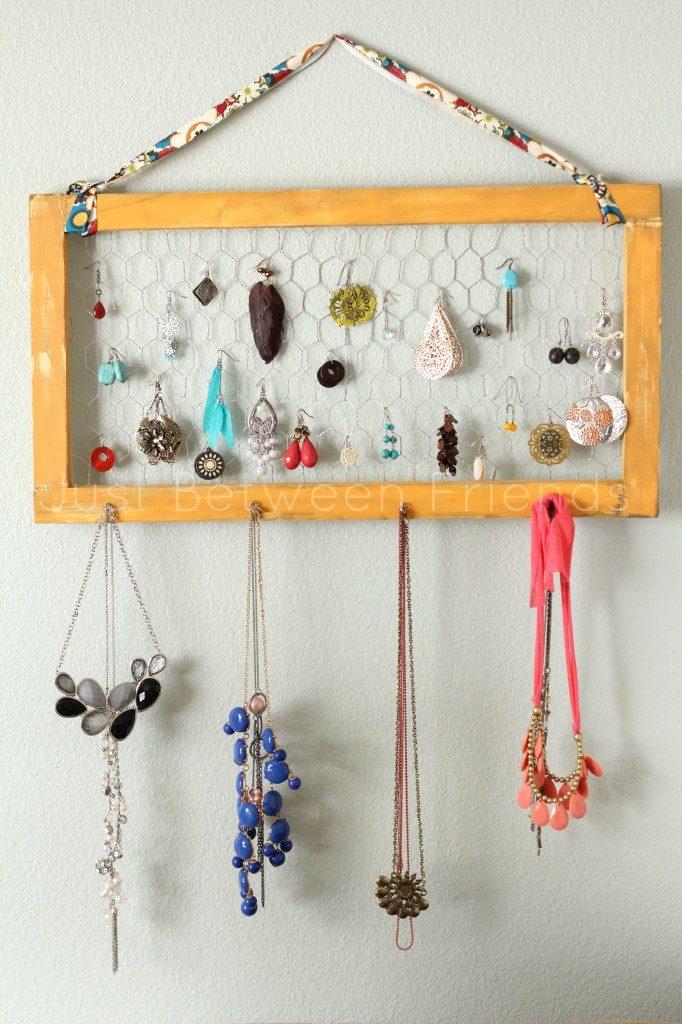 DIY Chicken-Wire Jewellery Holder