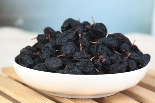benefits of black raisins