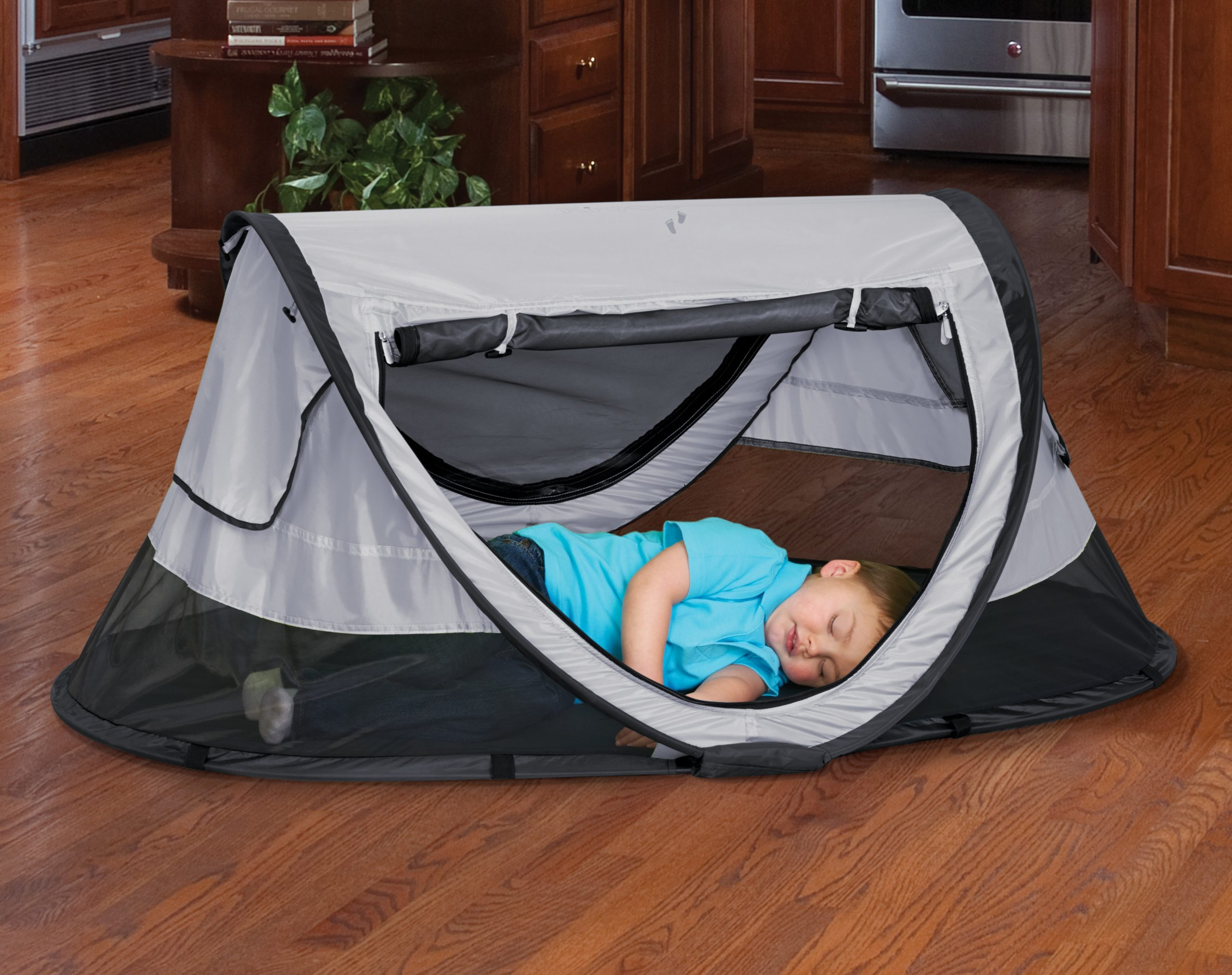Toddler travel bed: Peapod Travel Bed
