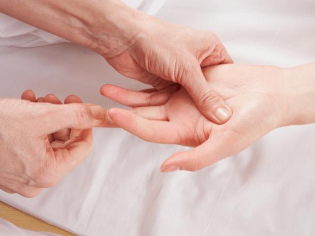 hand reflexology massage